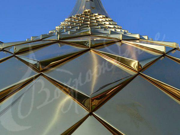 Золочение церковных куполов в Москве.