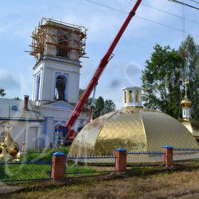 Установка купола храма в Москве с помощью спецтехники.