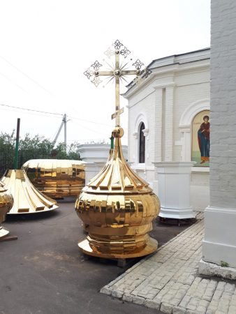 Завершен монтаж пятиглавия на храме в честь Святителя Николая в деревне Кувекино Новомосковского округа